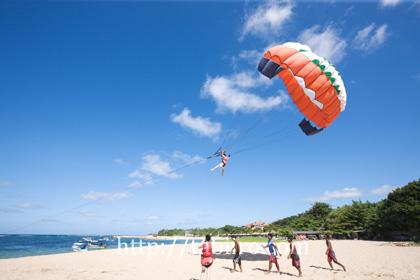 2010,06,05ヌサドゥアビーチのパラセーリング010.jpg