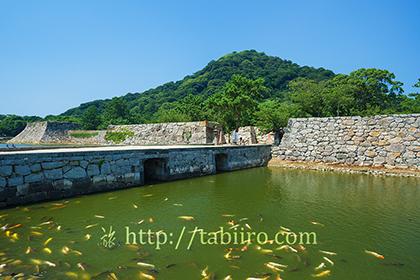 2015,08,15萩城跡本丸門と極楽橋016a.jpg