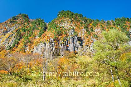 2017,11,03秋山郷紅葉の布岩171a.jpg