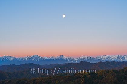 2017,11,06小川村より残月と後立山連峰045a.jpg