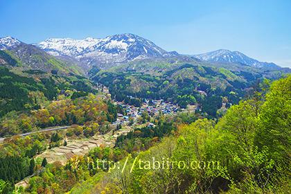 2019,05,10秋山郷越しに残雪の苗場山を望む003B.jpg