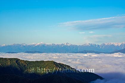 2020,10,18志賀高原より雲海越しに望む北アルプス003b.jpg